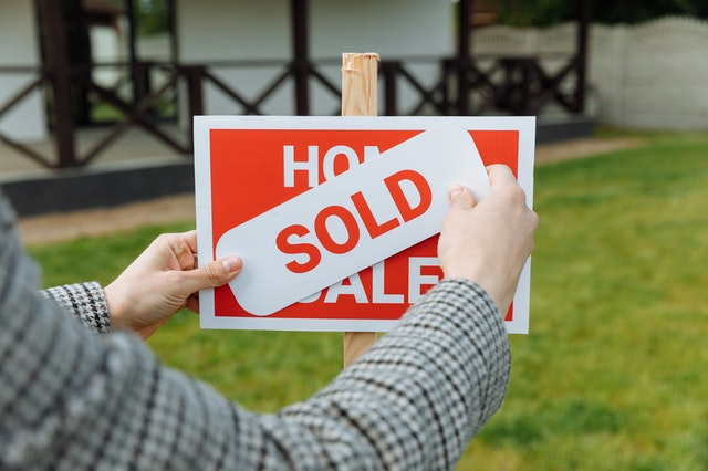 sell house in buffalo new york with red door real estate
